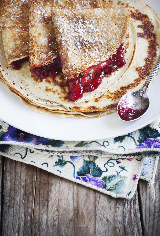 Crepês con confettura di mirtilli rossi e vaniglia
