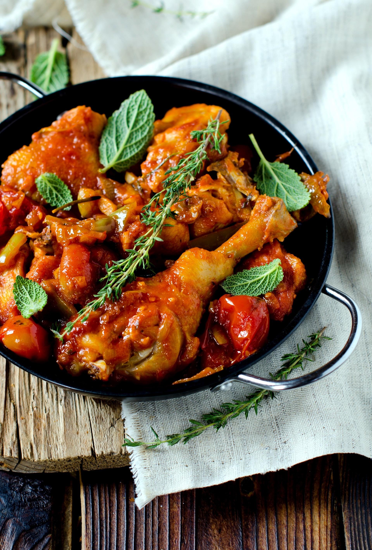 Pollo con pomodoro e erbe aromatiche 1
