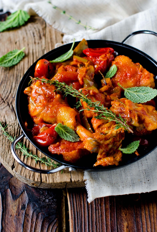 Pollo con pomodoro e erbe aromatiche 2