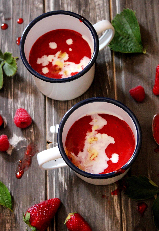 Zuppa fredda di fragole e lampone con panna e olio aromatizzato alla vaniglia 2