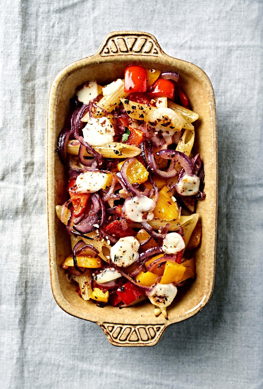 Penne rigate al forno con peperoni, cipolla rossa e mozzarella di bufala 2