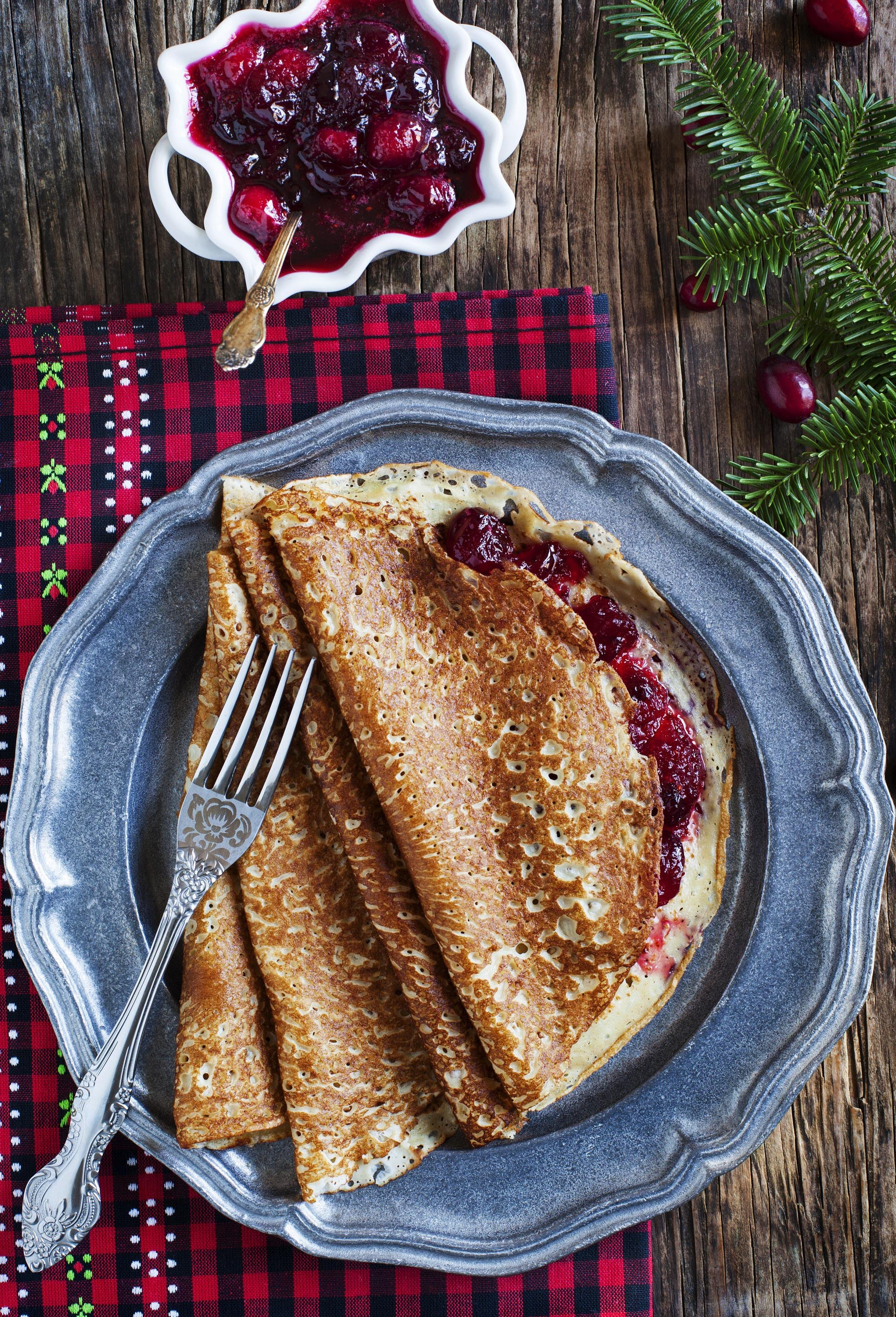 crepes-with-cranberry-sauce-2