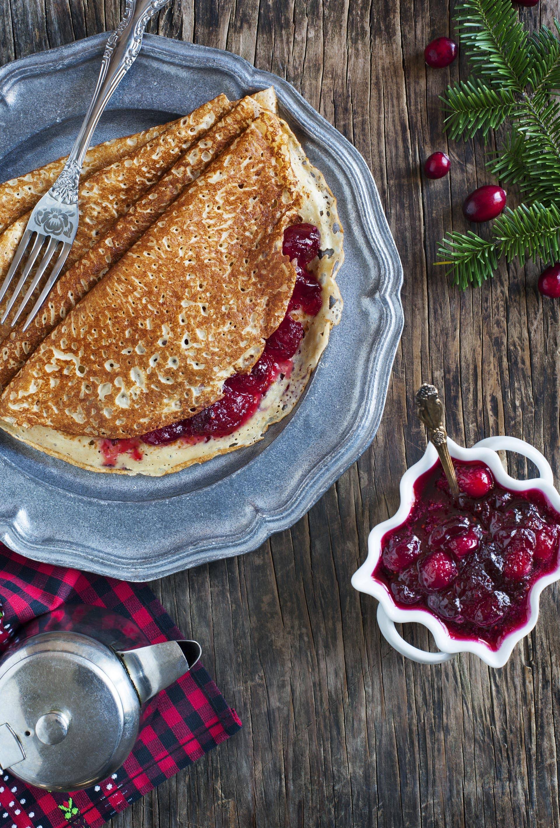 crepes-with-cranberry-sauce-4