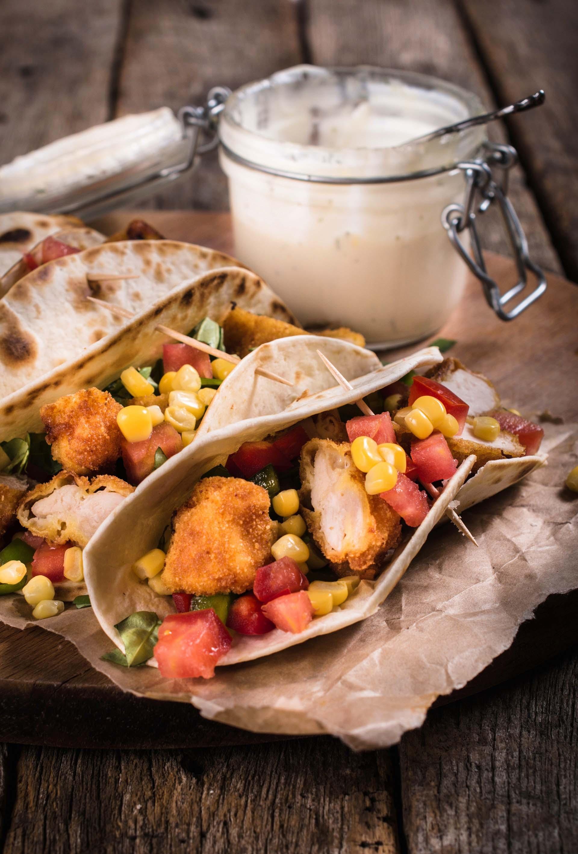 Tortilla wrap con pollo croccante, verdurine e maionese homemade